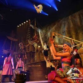 PIRATES AVENTURE  CENA +ESPECTACULO